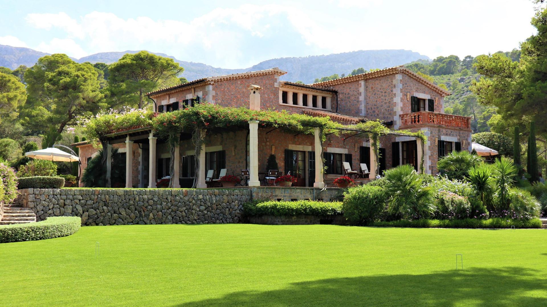 4 Bedroom Villa Deia Large Private Pool & Sea Views - Terrace Area With Large Gardens Mallorca