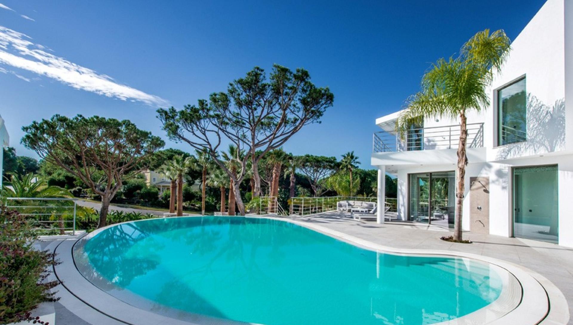 Villa In Quinta De Lago Algarve For Rent