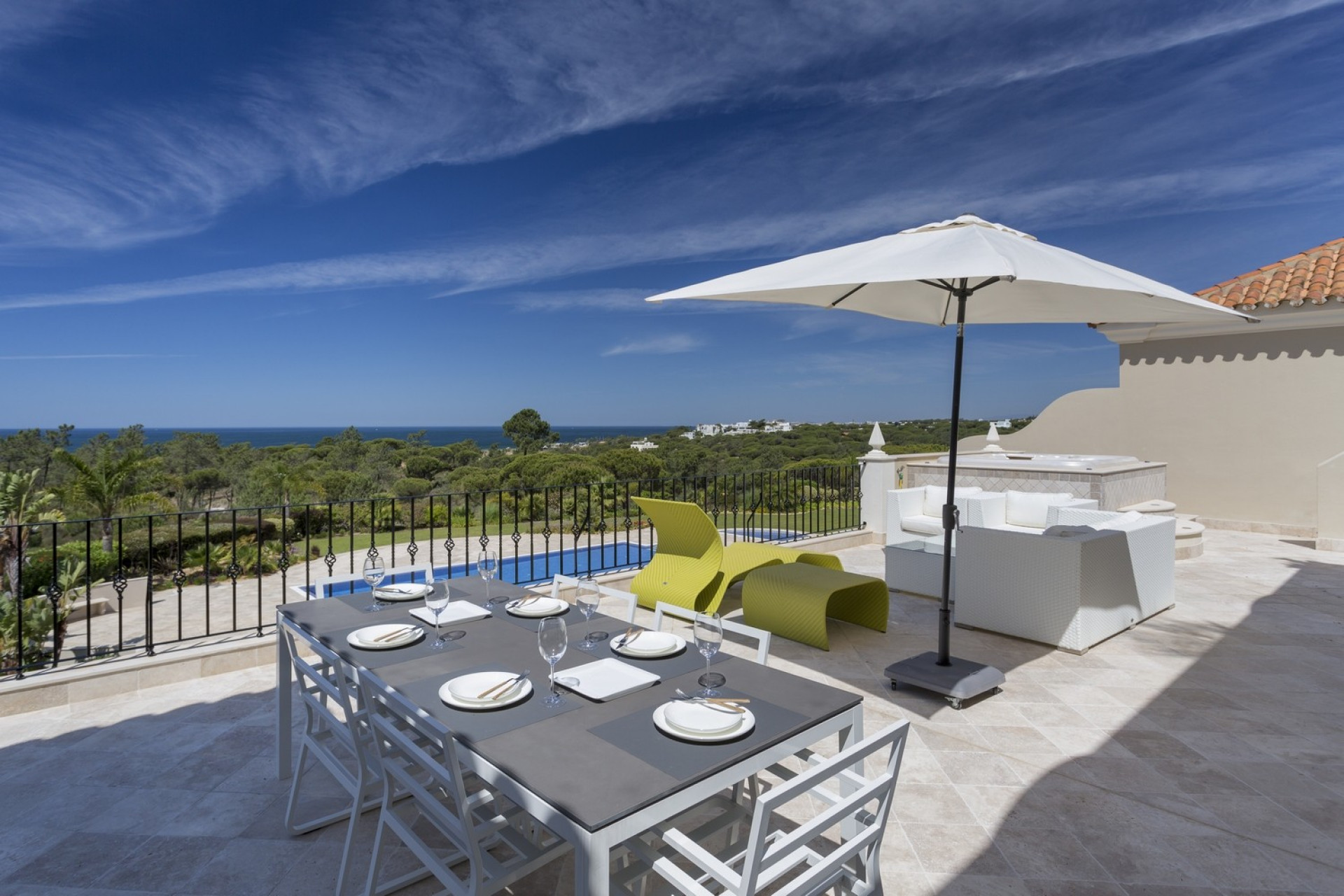 2 Bedroom Penthouse Quinta Do Mar With Jacuzzi  And Communal Pool