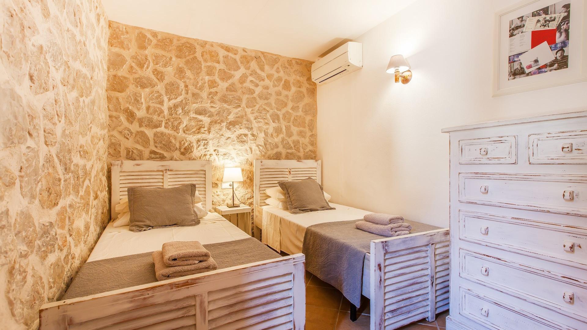 Traditional 5 Bedroom Villa Pollença Luxury Villa With Pool Close To Golf Course
