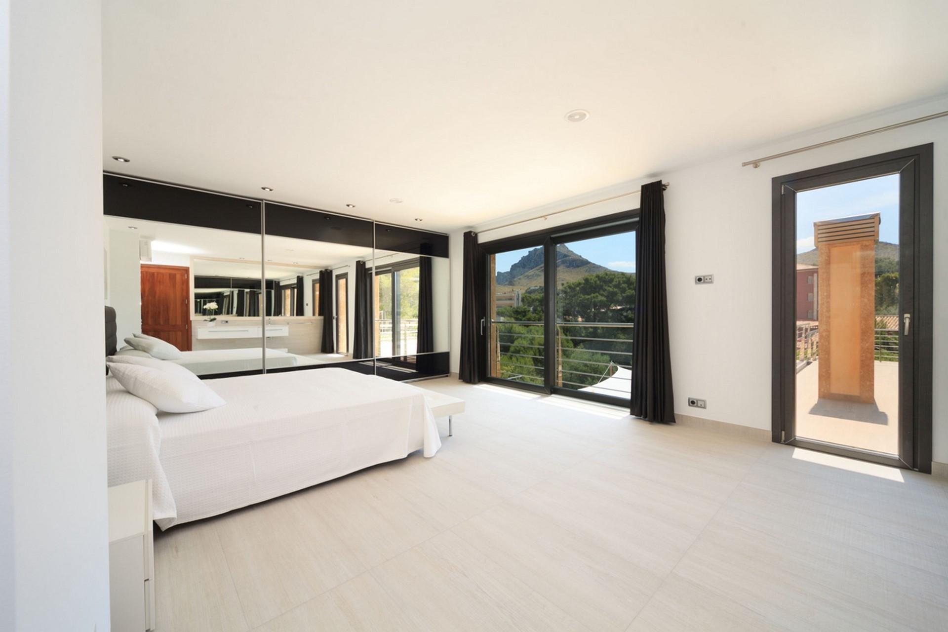 Luxury 4 Bedroom Villa Cala Sant Vinec Villa With Private Pool & Jacuzzi