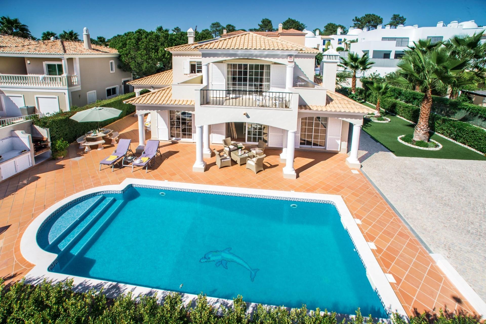 Algarve Villa Rentals Luxury 4 Bedroom Villa Varandas do Lago Private Heated Pool & BBQ