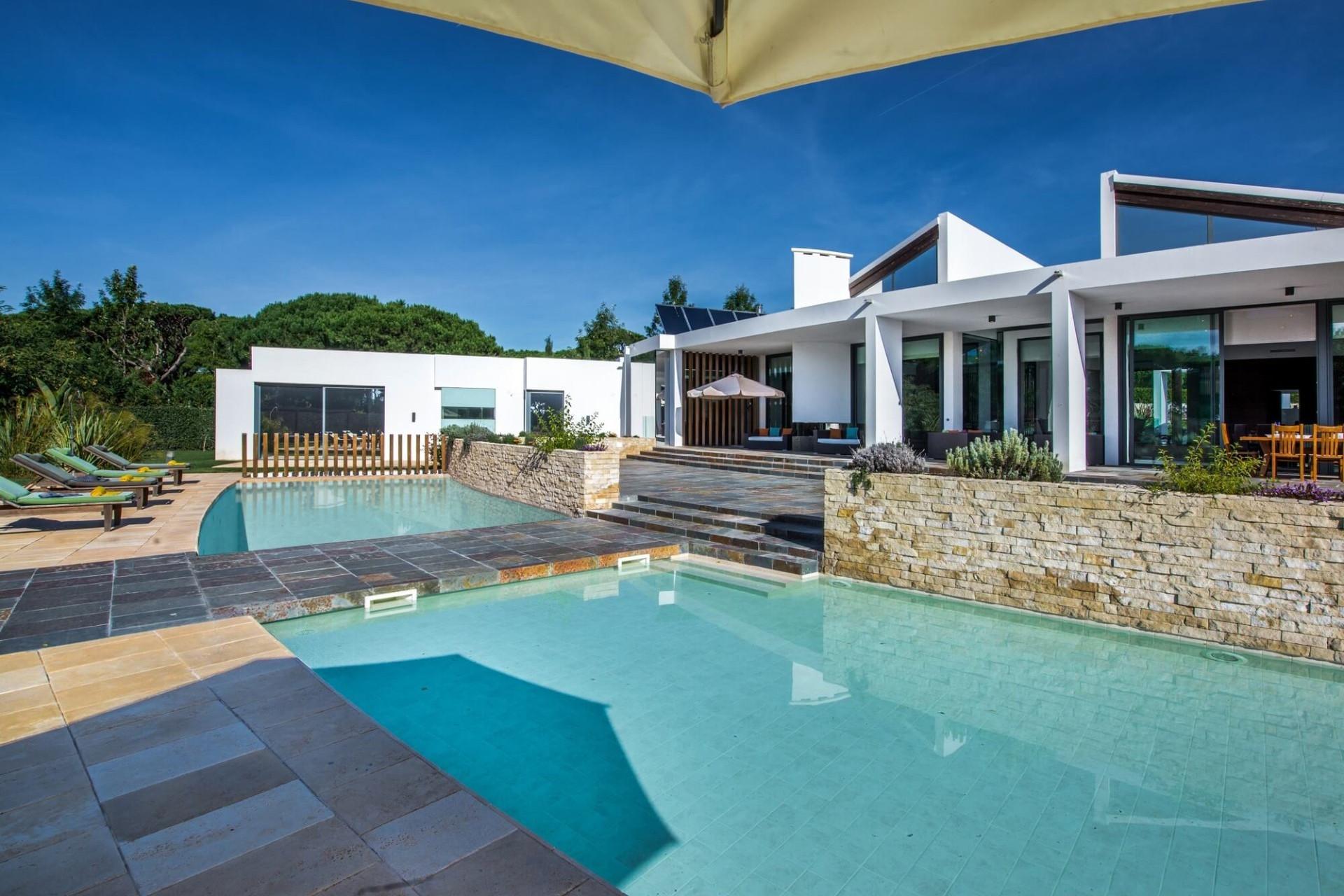 Modern 6 Bedroom Villa Vilamoura Heated Pool And Close To The Beach And Marina