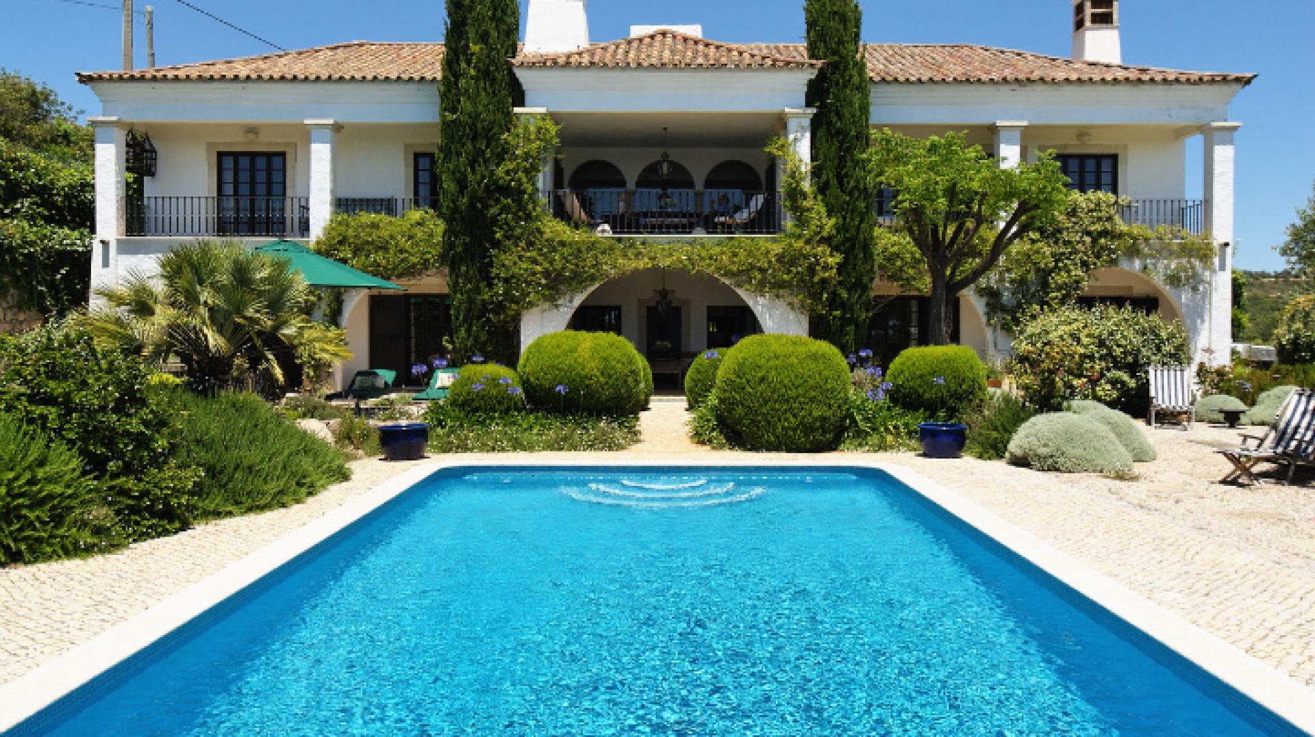 Modern 6 Bedroom Villa  Villamoura  Private Pool & Close To The Beach