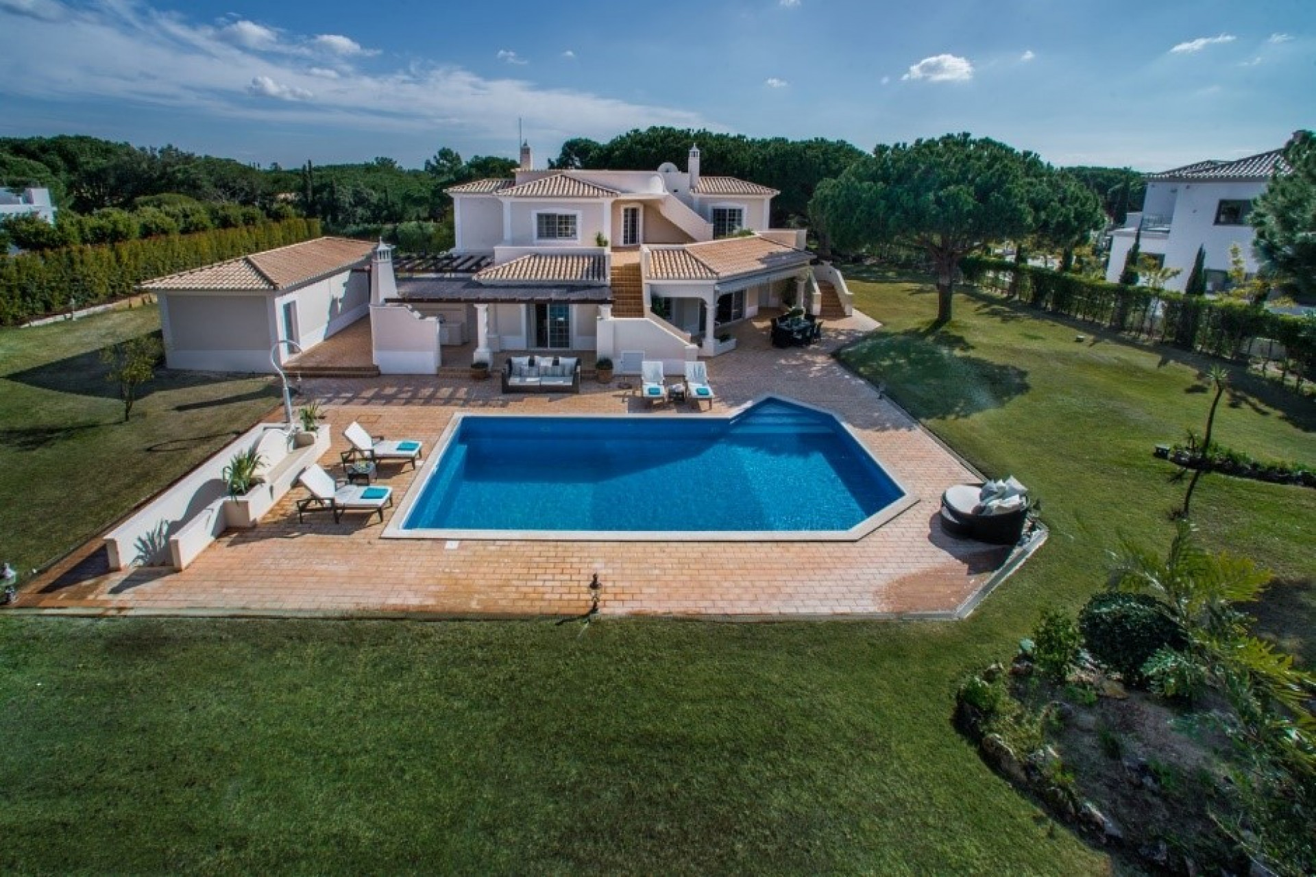 Algarve Holidays Luxury 4 Bedroom Villa Quinta do Lago With Private Pool Close To The Beach