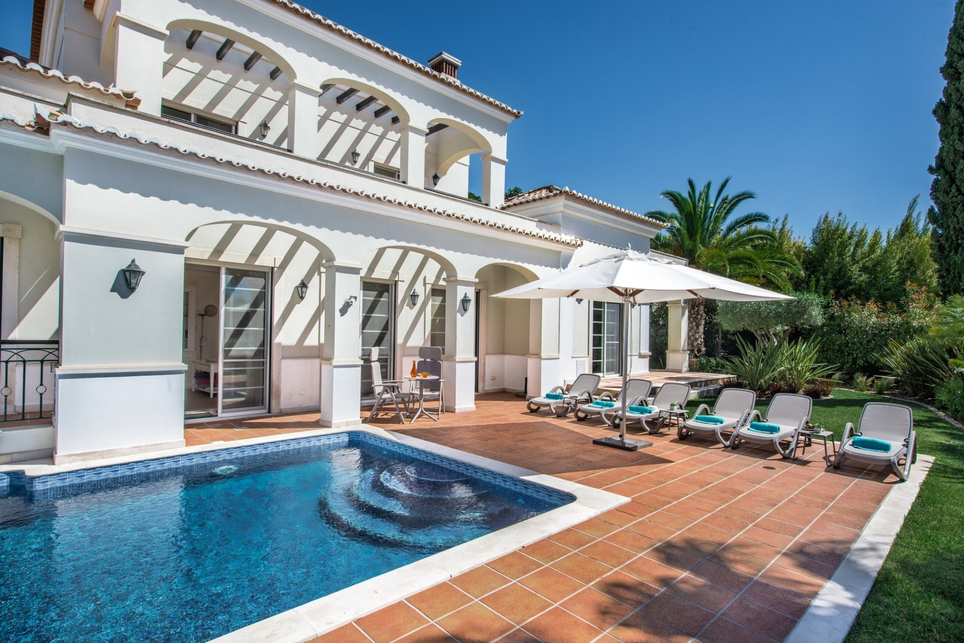 Luxury 4 bedroom villa for rent Algarve large villas to rent algarve
